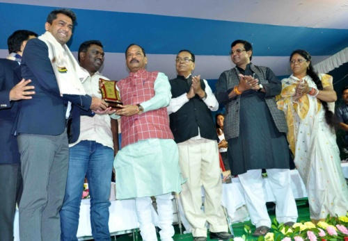 #KhelMahakumbh, Hon.Chief Minister Raghubar Das supported and encouraged football development in Jharkhand, where 1,87,000+ youth participated